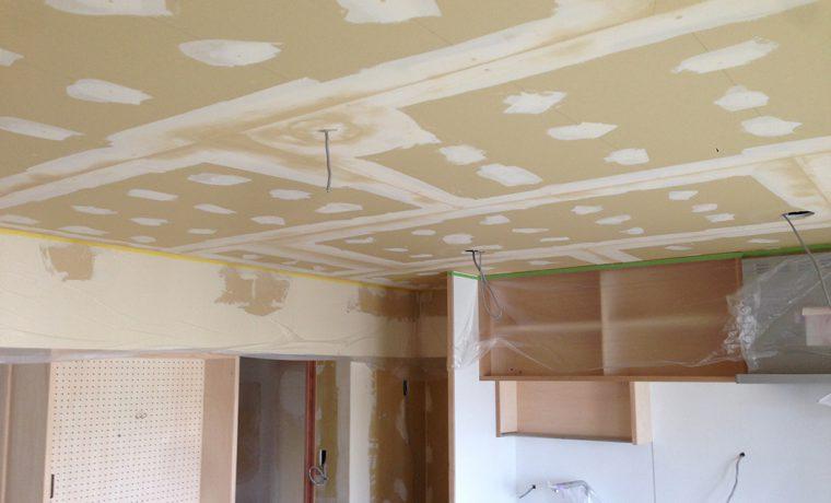 天井パテしごき